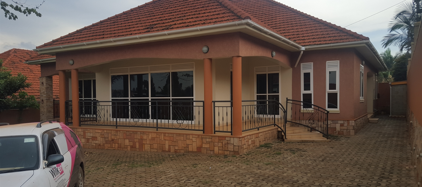 Bungalow for rent in Naalya Housing Estate.